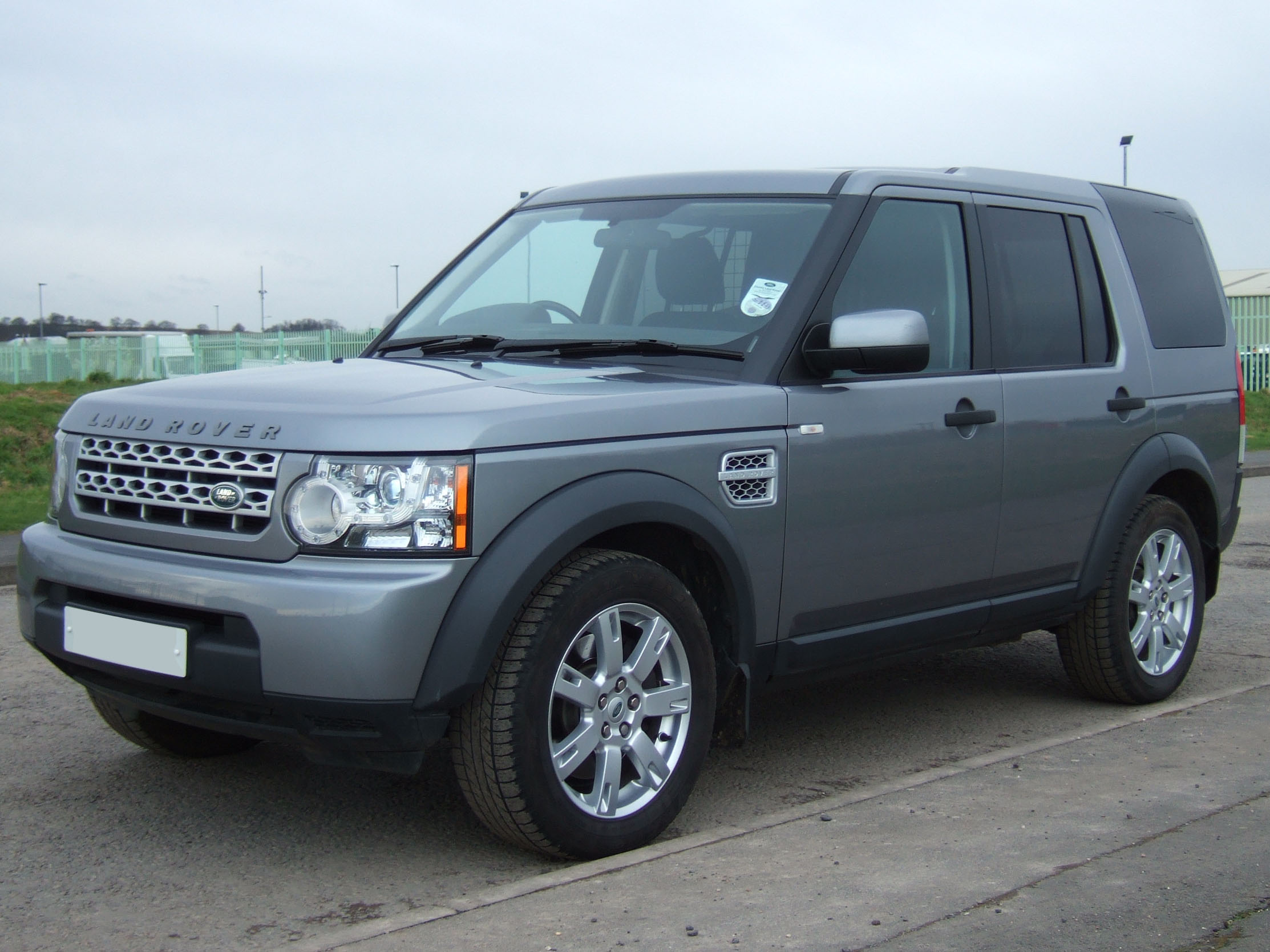 We received an enquiry recently about choosing between a Range Rover L322  TDV8 and a Discovery 4 TDV6. Here's a bit of brief advice for potential  buyers of ...